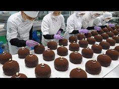 칼로리는 잊으세요~ 초콜릿폭탄! 대왕 페레로 초코케익 -정항우케익 / King Ferrero Chocolate Cake-Korean Food Factory - YouTube Chocolate Bomb, Chocolate Cake, Easy To Cook Meals, Korean Food, Biscotti, Gingerbread Cookies, Asian Recipes, Cake Decorating, Bakery