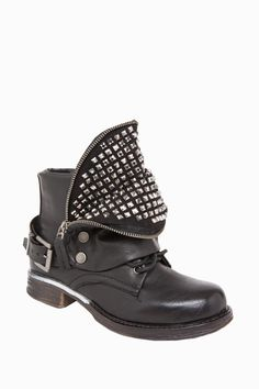 Trendy Biker Boots with Rivets  http://jessyss.com/shoes/ankle-boots/1026504800.html?barva=