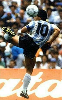 Diego Maradona, One of the greatest heroes for many Argentinians. Football is very important in Argentina Football Drills, Football Icon, Best Football Players, World Football, Soccer World, Sport Football, Soccer Players, Soccer Stars, Sports Stars