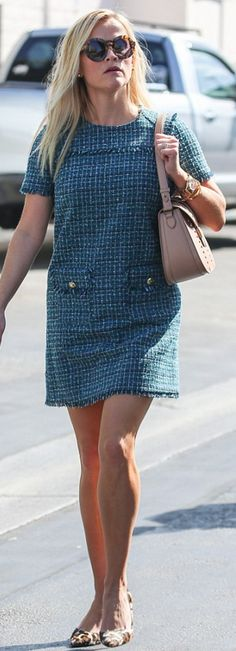 Who made Reese Witherspoon's blue plaid dress and gold jewelry?