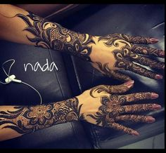 This would be really pretty as a tattoo. I think it'd be better if the hands were lightened up & had a little bit less detail. Khafif Mehndi Design, Stylish Mehndi Designs, Mehndi Design Pictures, Beautiful Henna Designs, Beautiful Mehndi, Best Mehndi Designs, Mehndi Images, Henna Tattoo Designs, Bridal Mehndi Designs