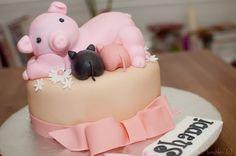 sweet lil pig cake! I WANT I WANT I WANT!