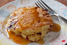 A twist on an old favorite. Use cottage cheese to make pancakes that have a souffle like texture and cover them in real maple syrup. A perfect breakfast. Breakfast Pancakes, Breakfast Recipes, Breakfast Bites, Brunch Recipes, Almond Flour Pancakes, Coconut Flour, Great Recipes, Favorite Recipes, Budget Recipes