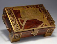 Erhard & Söhne, Schwäbisch Gmünd. Jewelry box, 1910-15.  Brass, mahogany.  Pattern with three knights riding one horse. Inside dark-purple velvet. H. 11 cm; 35.5 x 22 cm.