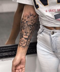 jaicheong jaicheong,Tattoo-Ideen Related posts:Minimalist Tattoo Ideas For Couples - tattoo Small Tattoo Designs For Men With Deep Meanings - Best Tattoos - tattoo ideasCustom Temporary Tattoos. Leo Tattoos, Body Art Tattoos, Girl Tattoos, Female Tattoos, Female Lion Tattoo, Tatoos, Female Tattoo Sleeve, Lion Woman Tattoo, Tattoo Drawings