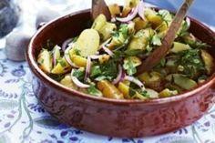 Leichter Kartoffelsalat Rezept: Kartoffeln,Zwiebeln,Olivenöl,Weißweinessig,Gemüsebrühe,Zucker,Petersilie,Dill,Koriander,Dijonsenf,Honig