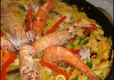 Paella de Frutos do Mar - Receitas Paella de Frutos do Mar - Receitas, de frutos do mar Shrimp Recipes, Rice Recipes, Cooking Recipes, Food For Thought, Homemade Fish And Chips, Seafood Pasta, Portuguese Recipes, Carne, Food Inspiration