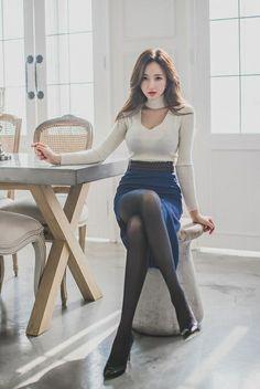 Black Pantyhose, Korea Fashion, Beautiful Asian Girls, Chic, Sexy Legs, Sexy Outfits, Asian Beauty, Mini Skirts, Womens Fashion