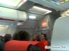 Ascoltate questo assistente di volo da morire dal ridere
