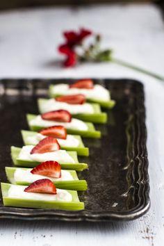 Celery stalks with cheese filling. http://www.jotainmaukasta.fi/2014/05/21/sormisyotavaa-juustosta/