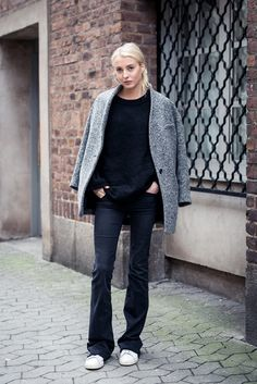 Ellen Claesson is wearing dark flare jeans and tennis shoes from Zara