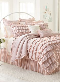 WOULD BE GOOD FOR THE GIRLS... LCLaurenConrad bedding adds a chic touch to a drab dorm room. #Kohlsr