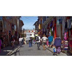 #bolivia #southamerica #photography #lapaz #cityphoto #cityphotography #city #travel #streetphotography #streetphoto #people #walking #lapazbolivia