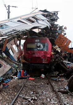 Incredible escape - high-speed train collision shreds rail car (Photo: Miguel Teixeira / AP)