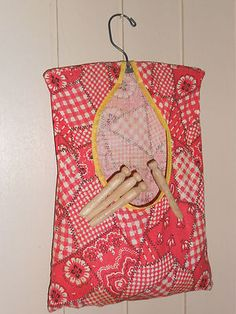 clothes pin holder and wooden clothes pins Sewing Aprons, Sewing Clothes, Bag Patterns, Sewing Patterns, Clothespin Holder, Cloths Pins, Sewing Ideas, Sewing Projects, Peg Bag