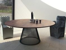Trends For Stylish Wood Modern Dining Table Design Modern Dining Table, Round Dining Table, Round Tables, Design Tisch, Table And Chair Sets, Wooden Tables, Home Furniture, Goodwill Furniture, Furniture Stores