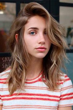 33 Shoulder Length Layered Haircuts To Rock Shoulder length layered haircuts are extremely versatile, and that is the quality that makes them especially popular among women of all ages. Layered Haircuts Shoulder Length, Shoulder Haircut, Medium Length Hair With Layers, Thick Shoulder Length Hair, Medium Hair Styles, Curly Hair Styles, Long Hair Cuts, Straight Hairstyles, Layered Hairstyles