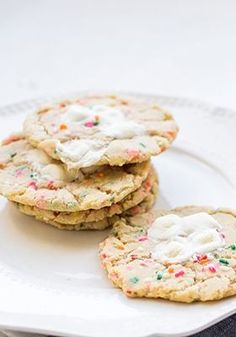 these marshmallow sprinkle sugar cookies are a current edible obsession.