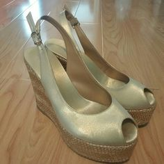 Gold pumps Used in good condition Shoes Heels
