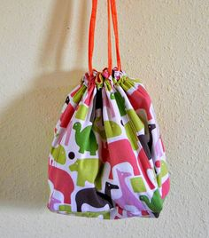 knitting/crochet bag tutorial... super cute with awesome instructions!