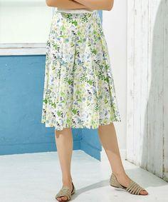 --green label relaxing | CF C LBTY TK スカート-- ショップで大人気のリバティープリントスカートが登場♪春らしい発色&繊細な草花柄が可愛らしい印象です。また大きめタックから広がるフレアシルエットが素敵なアクセントに。リブニットやブラウスと合わせて、大人のフェミニンスタイルを楽しんで!※こちらは同シリーズでプルオーバーブラウス(品番:3611-162-1126)もございます。店舗へお問い合わせの際は、全国のgreen label relaxing 各店舗まで下記の品名/品番をお申し付け下さい。品名:CF C LBTY TK SK 品番:3624-162-1239
