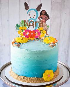 Luau Birthday Cakes, Moana Birthday Party Theme, Moana Themed Party, Moana Party, Moana Theme Cake, 3rd Birthday, Luau Birthday Invitations, Luau Cakes, Birthday Ideas