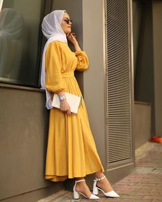 Elbise Ayakkabı Kombinleri Garments from girls's beloved items of clothes might be the vital factor to a singular equilibrium in … Modern Hijab Fashion, Hijab Fashion Inspiration, Abaya Fashion, Muslim Fashion, Modest Fashion, Islamic Fashion, Hijab Mode, Mode Abaya, Hijab Style Dress