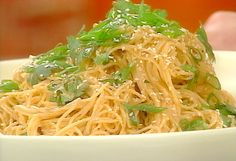 Cold Sesame Noodles recipe from Tyler Florence via Food Network Simple Sesame Noodles, Cold Sesame Noodles, Soba Noodles, Pasta Noodles, Zuchinni Noodles, Buckwheat Noodles, Shirataki Noodles, Vermicelli Noodles, Spaghetti Noodles