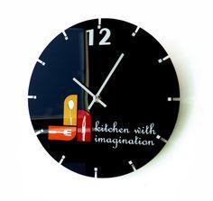 Čierne okrúhle hodiny do kuchyne Ale, Clock, Home Decor, Watch, Decoration Home, Room Decor, Ale Beer, Clocks, Home Interior Design