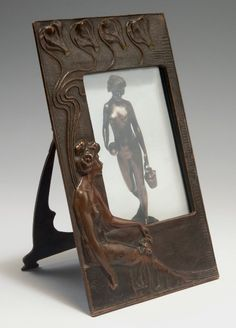 Photo frame, x 15 cm. Bronze, textured pattern with female figure and flowers. Art Deco, Art Nouveau, Arthur Rubinstein, Weekend Projects, Textures Patterns, Craftsman, Bookends, Picture Frames, Arts And Crafts