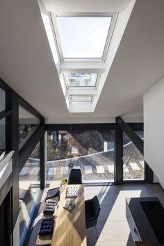 Wunderschöner Essbereich mit viel Licht dank VELUX Fenstern.