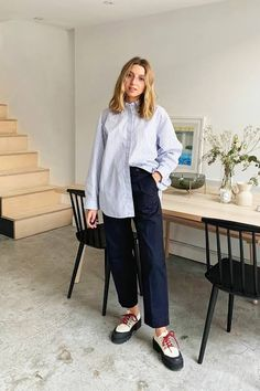 Six outfits on the MR copycat list for these last few weeks of spring that are warm but not so-warm-you're-sweating-in-anything-but-a-whisper-of-cotton. Mode Outfits, Fashion Outfits, Womens Fashion, Fashion Trends, Office Outfits, Grunge Outfits, Petite Fashion, Fashion Over 40, Look Fashion