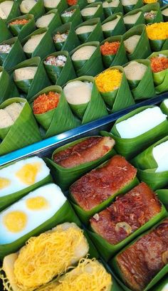Thai Recipes, Asian Recipes, Thai Dessert, Snacks Saludables, Thai Dishes, Food Packaging Design, Asian Desserts, Indonesian Food, Unique Recipes