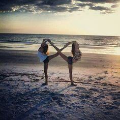Best friends forever and always. this cool BFF photo idea.