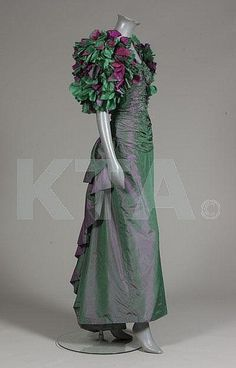 A Jean-Louis Sherrer couture shot silk evening gown, mid labelled and numbered of shot pink and green silk taffeta, with shirred and ruched bodice, the balloon sleeves adorned with petals of pink and green silk organza Green Silk, Green And Purple, Gowns Of Elegance, Elegant Gowns, Girls Dresses, 1950s Dresses, Summer Dresses, Silk Evening Gown, Silk Taffeta
