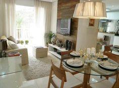 Sala de estar e de jantar com mesa redonda