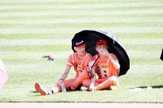 sehun and baekhyun at idol championship.