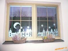 Zimní městečko vystřihovánka na okno Decoration, Paper Crafts, Printables, Windows, Creative, Room, Christmas, Home Decor, Craft