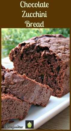This is a moist, soft loaf pound cake, and incredibly easy to make. This is a moist, soft loaf / pound cake… Just Desserts, Delicious Desserts, Dessert Recipes, Yummy Food, Chocolate Zucchini Bread, Zucchini Cake, Chocolate Muffins, Easy Zucchini Bread, Chocolate Chips