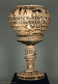 The Gorgon Painter, one of the earliest masters of the black-figure technique and a pioneer of the Attic tradition of figurative decoration on pottery, owes his name to this vessel. Mycenaean, Minoan, Ancient Rome, Ancient Greece, Greek Pantheon, Classical Greece, Louvre Paris, Grands Vases, Greek Pottery