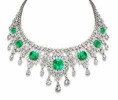Stunning jewellery#diamond#emerald  #necklace  #jewellcloset#voguemagazine#colombianemeralds