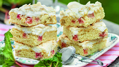 I baked these rhubarb and white chocolate cakes for Elin's christening party this past weekend. White Chocolate Cake, Chocolate Cakes, Candy Cookies, Swedish Recipes, Pavlova, Sweet Bread, No Bake Desserts, Baked Goods, Tart
