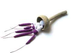 Brooch. Wonderful crochet jewelry by TERESA DEGLERI Wire Crochet, Crochet Art, Crochet Crafts, Yarn Crafts, Felt Necklace, Crochet Necklace, Diy Jewelry, Handmade Jewelry, Jewellery