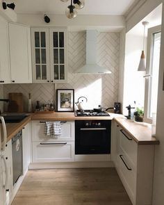 34+ Secret Answers to White Kitchen with Lighting above the Sink Identified - findmynewhomes