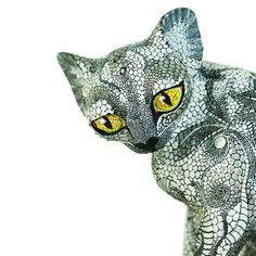 Трибус Миксы: Серебряный кот Великолепная серебряная кошка по Оахаки Трибус смесей. Экспрессия и язык тела этого красивого кота, удивительно! Происхождение: Оахака 11.5''Tall 12''Long 4''Wide  $ 395