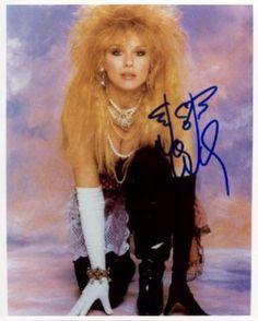Nancy Wilson of Heart 80s Big Hair, Nancy Wilson Heart, Female Rock Stars, Wilson Sisters, Women Of Rock, Rocker Girl, Metal Girl, Glamour, Female Singers