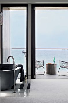 Architecture:Modern Bathtub In Black With Stainless Steel Faucet And Glass Bottoms With Nice Retractable Glass Door A Modern House in Austra.
