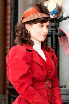 Emily Grace's first day on the job - she took over for Julia in the morgue Mystery Tv Series, Mystery Show, Edwardian Fashion, Vintage Fashion, Murdock Mysteries, Tough Woman, Detective Shows, We Wear, How To Wear