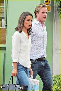Pippa Middleton Grabs Drinks With Pal Tom Kingston in London! | pippa middleton grabs drinks with tom kingston 02 - Photo