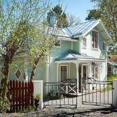 """77 gilla-markeringar, 3 kommentarer - Byggnadsvård, Classic Interior (@dicransarafian) på Instagram: """"Se så vackra färger på detta skärgårdshus på Norra Lagnö. Villan är uppförd 1884 och återställd…"""""""